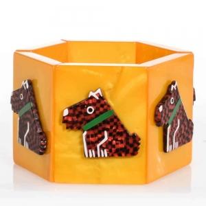 bracelet ric jaune et damiers rouges