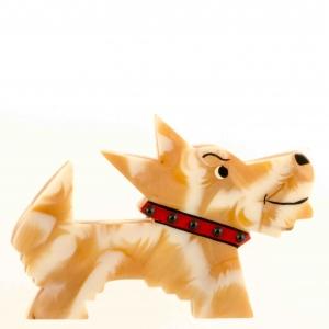 broche chien muso jaune et blanc