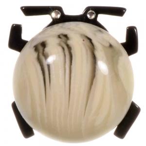 broche scarabee blanc