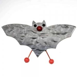 broche vampire gris